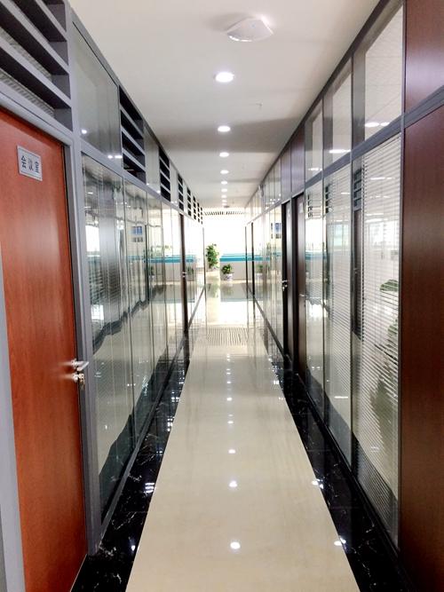 企业办公楼玻璃隔断