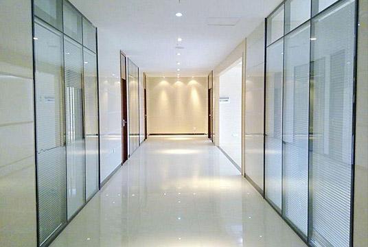 企业办公楼玻璃隔断解决方案